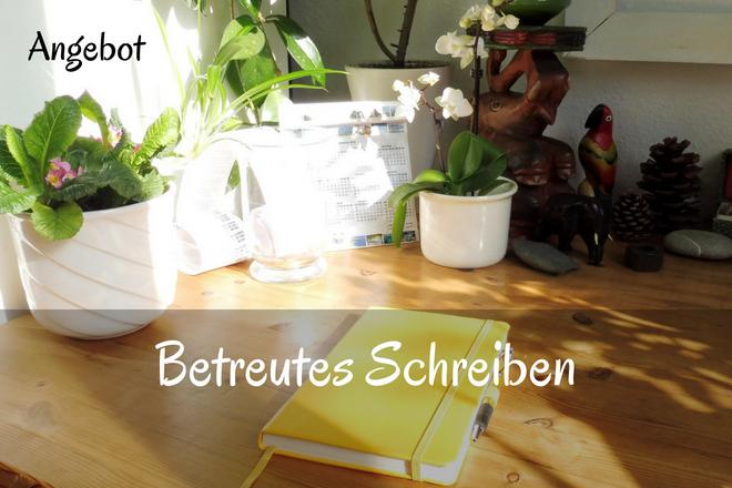 Bild: Schreibtisch in der Sonne mit einer Kladde auf dem Tisch | Texte: Betreutes Schreiben - Angebot | Sabine Lowsky