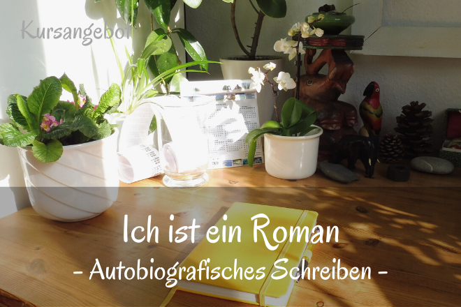 Bild: Schreibtisch mit Kladde | Texte: Ich ist ein Roman - Autobiografisches Schreiben | Sabine Lowsky